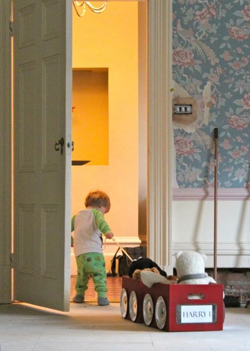 harry i jego wózek na zabawki_blog o wnętrzach