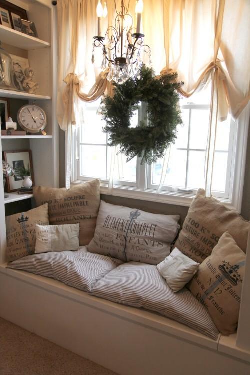 Jadalnia z siedziskiem przy oknie deco inspire - Idee per coprire divano ...