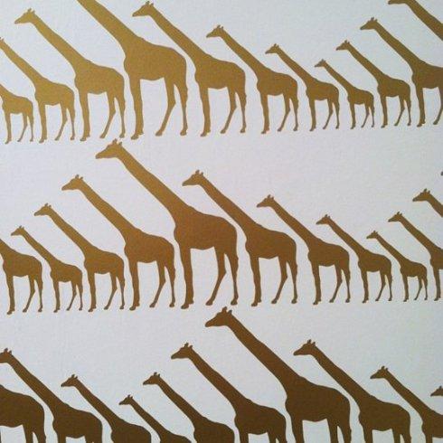 geometryczna tapeta w żyrafy_Jill Malek_targi mebli w Nowym Jorku_blog o wnętrzach